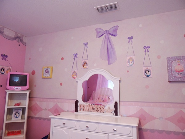 2 wired 2 tired travels global resort homes review for Disney princess bedroom ideas